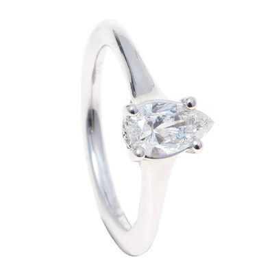 Anel-solitario-em-ouro-branco-18kt-com-diamante-em--lapidacao-gota.