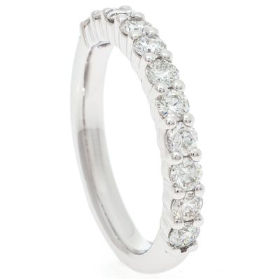 Anel-meia-alianca-em-ouro-com-diamantes