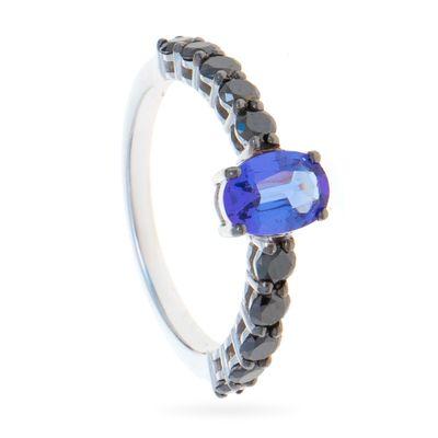 Anel-solitario-em-ouro-com-tanzanita-e-diamantes-negros