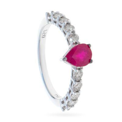 Anel-solitario-em-ouro-com-rubi-e-diamantes