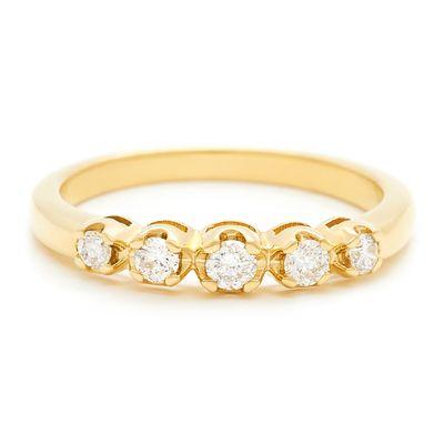 Meia-aliança-de-ouro-com-diamantes