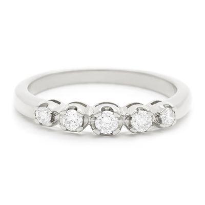 Meia-aliança-de-ouro-com-diamantes-
