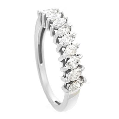 Meia-alianca-de-ouro-com-diamantes-